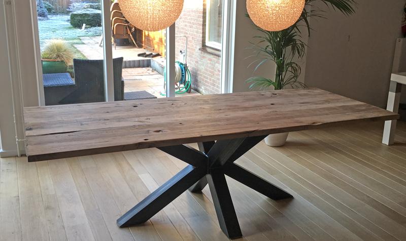Industriele tafel robuuste tafels en design tafels op maat for Tafel samenstellen